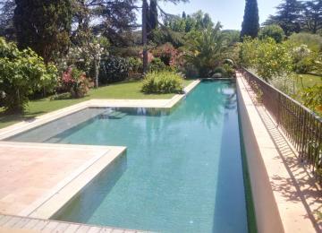 AQUASET-SAINT TROPEZ:piscine béton couloir de nage de 25mx6m + petit bain de 6mx4m,revêtement grés ceram gris 60x30cm,systeme de nettoyage automatique par le fond, 2 couvertures automatiques, chauffage par pompe a chaleur inverter
