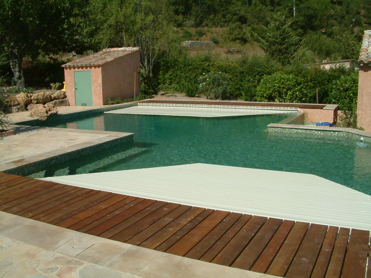 Couverture automatique la s curit piscine brignoles for Construction piscine 80
