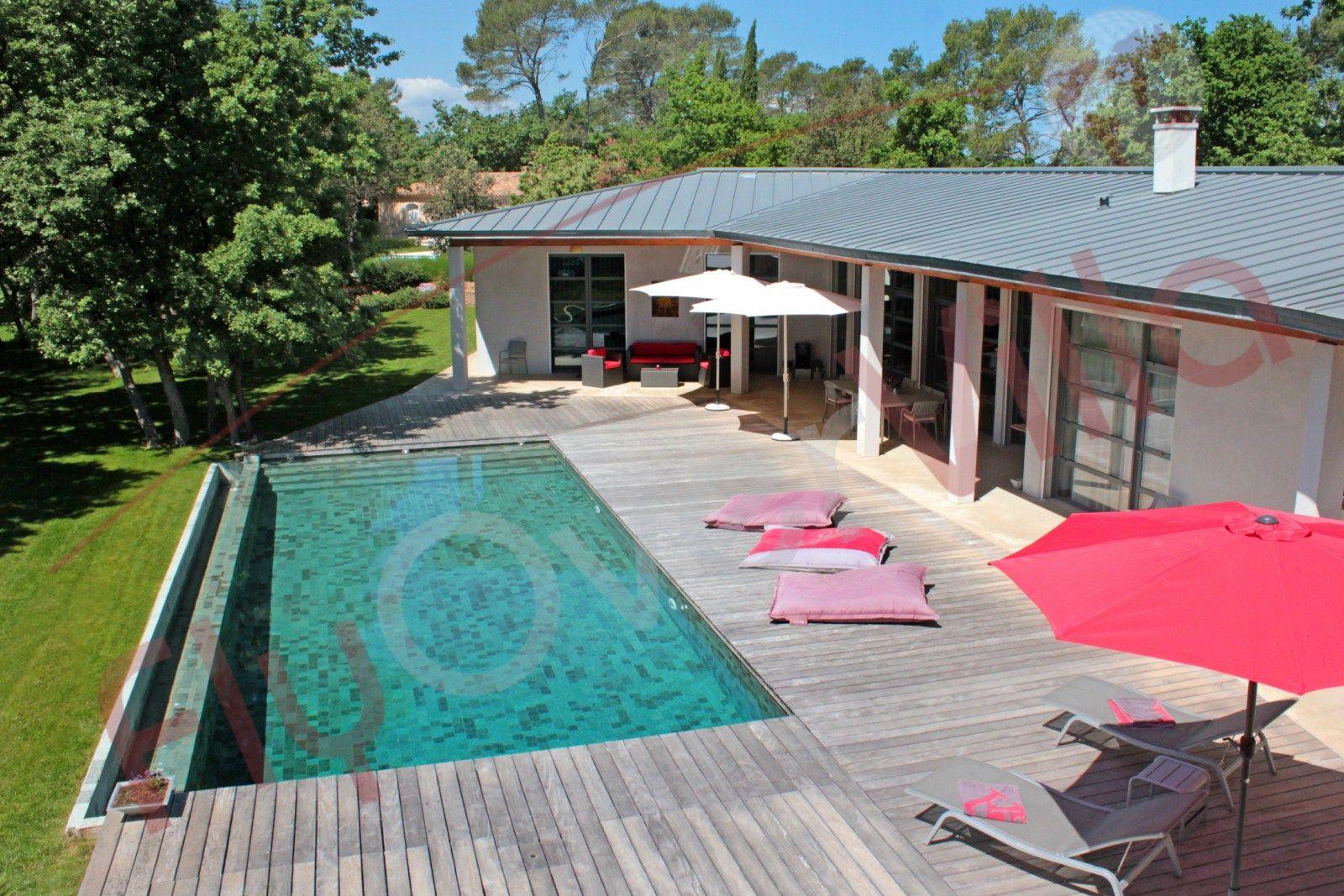 La piscine aquaset piscines traditionnelles brignoles for Constructeur piscine beton var