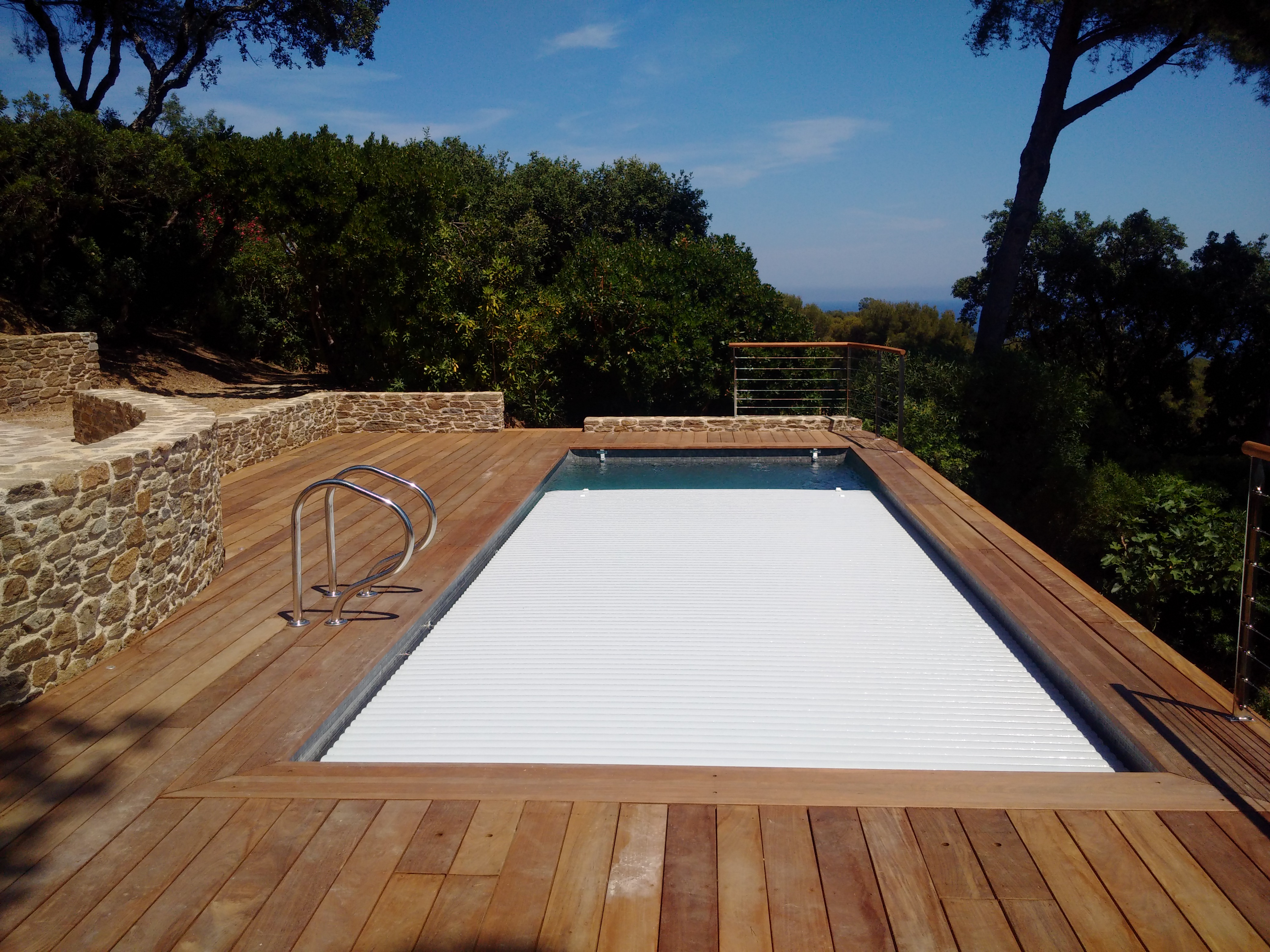 La piscine aquaset brignoles var draguignan fr jus for Piscine sans margelle
