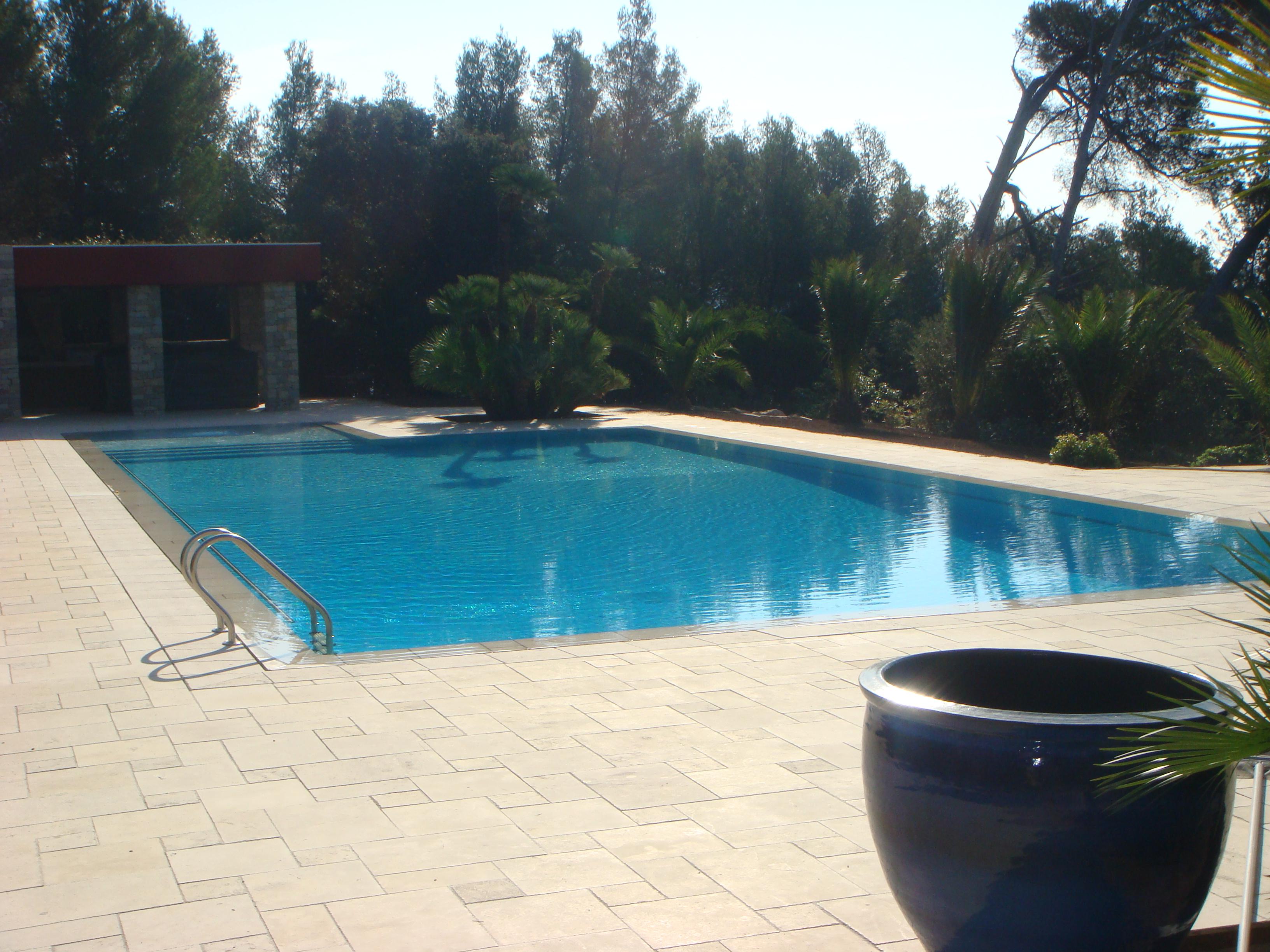 Nettoyage piscine entretien de votre piscine with for Entretien de piscine