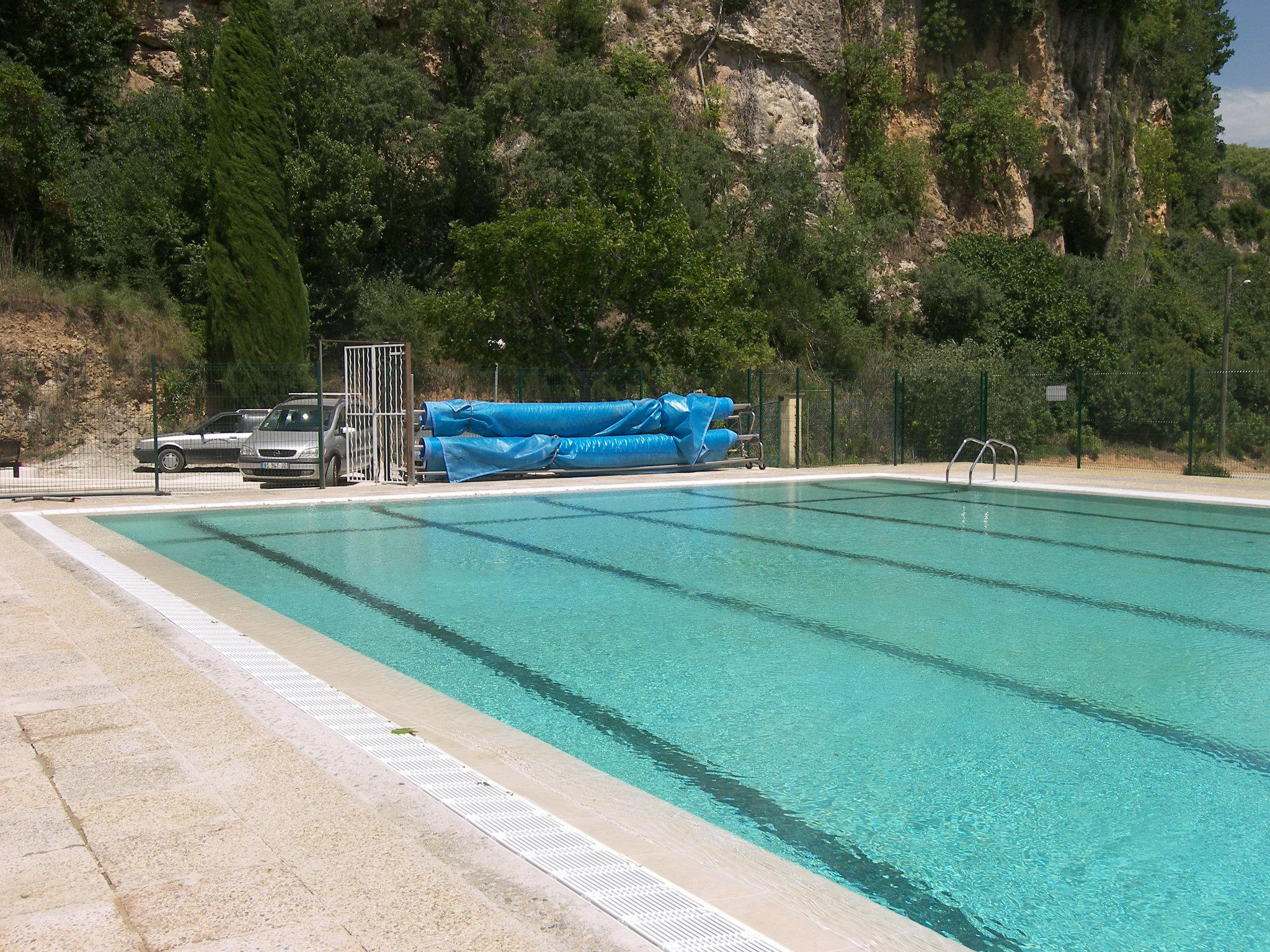 La piscine collective piscines traditionnelles brignoles for Construction piscine municipale