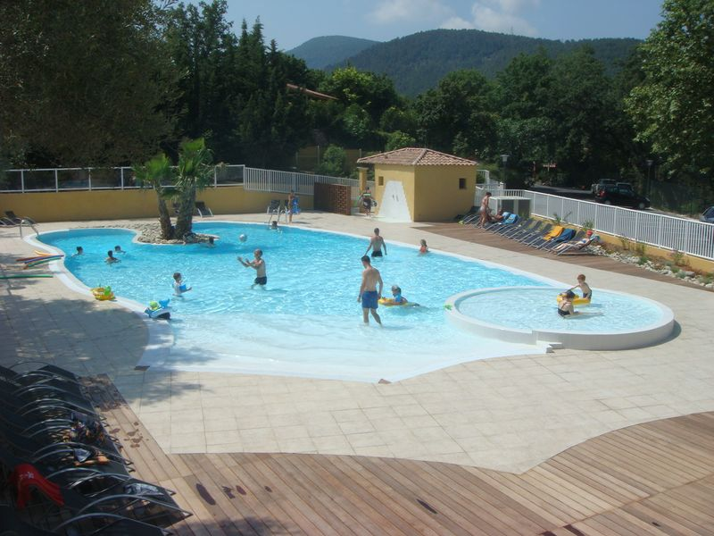La piscine aquaset brignoles var draguignan fr jus for Piscine traditionnelle